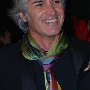 Enzo con sciarpa